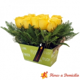 Canastillo Pequeño de 10 Rosas Amarillas
