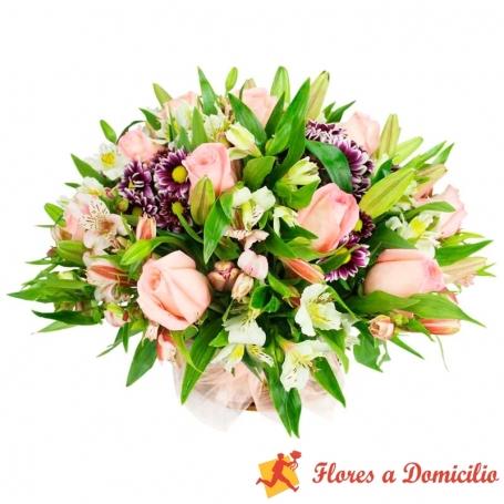 Cesta de Flores mediano con Rosas Liliums y astromelias color Rosadas