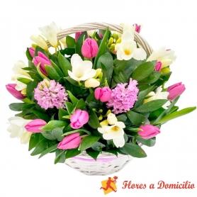 Canastillo Mediano con 10 Tulipanes más flores Mix