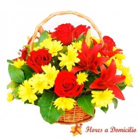 Cesta Madiana de Flores con Rosas y Liliums rojos