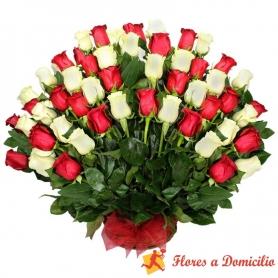 Canastillo Grande de 50 Rosas Rojas y Blancas