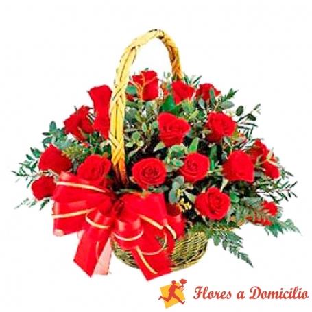 Canastillo Mediano de 24 Rosas Rojas