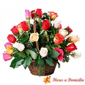 Cesta Mediana de 24 Rosas Multicolor