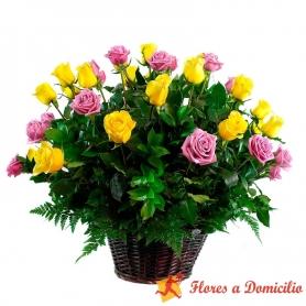 Canastillo de 24 Rosas Color Amarillas y Rosadas