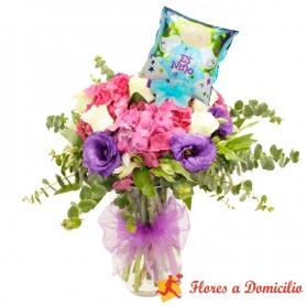Florero Nacimiento con Hortensias y Rosas + Globo es una Niño