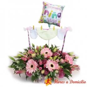 Flores para Nacimiento en canastillo Con Ropita para Niña
