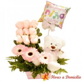 Canastillo Nacimiento con 9 rosas más gerberas y globo es una Nena