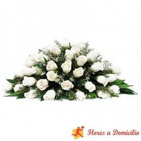 Ovalo para Condolencias de 30 rosas blancas