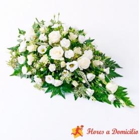 Cubre Urna de flores con 6 rosas blancas y flores mix en tonos Blancos