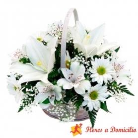 Cesta de condolencias pequeño con Liliums y Astromelias mas flores mix
