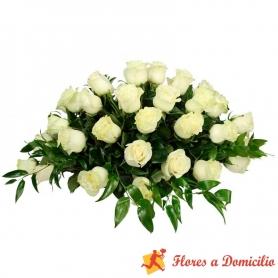 Ovalo de 40 rosas Blancas para Condolencia