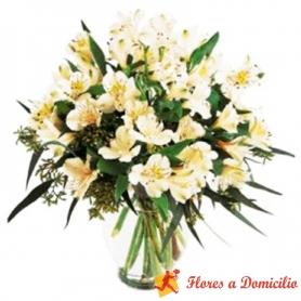 Florero de 30 varas de flores Astromelias Blancas Para Condolencias