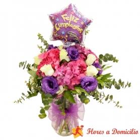 Florero de flores con Hortencias y 6 rosas más globo para Cumpleaños