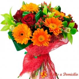 Ramo de Flores con Gerberas Naranjas y Rosas Rojas más flores Mix