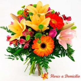 Ramo de Flores Midiano En tonos Naranaja con Liliums Gerberas y Mix de Flores