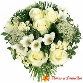 Ramo de Rosas en Tonos Blancos con Rosas y Flores Mix