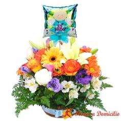 Canastillo Para Nacimiento con Rosas y Flores mix Primaverales más un Globo es un Niño