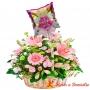 Canastillo grande con 24 rosas y 10 Liliums color Rosado más Globo para Niña