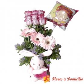Canastillo Nacimiento para Niña en tonos Rosados con 9 Rosas + Peluche Cascabel + Globo