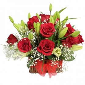 Canastillo Mediano de 12 Rosas Rojas y Liliums Blancos