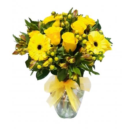 Florero de 12 rosas Amarillas mas Gerberas Hipericos y Astromelias