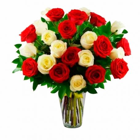 Florero Con 24 Rosas Rojas Y Blancas