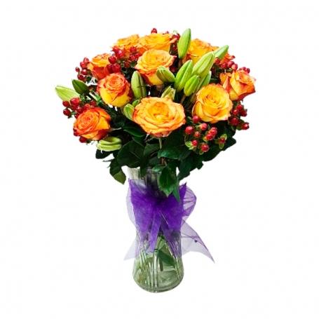 Florero 12 Rosas Circus mas Liliums + Hipericos Rojos