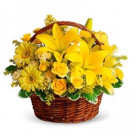 Canastillo de 12 Rosas y Liliums flores Amarillas