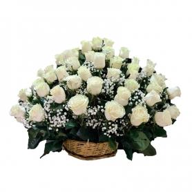 Arreglo para Condolencias con 40 Rosas Blancas Cesta Grande