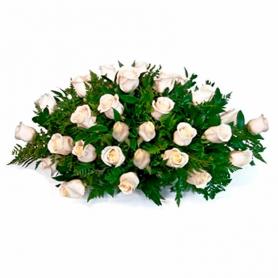 Ovalo de Condolencias con 35 Rosas Blancas