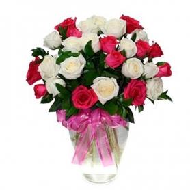 Florero con 24 Rosas Rosadas y Rojas