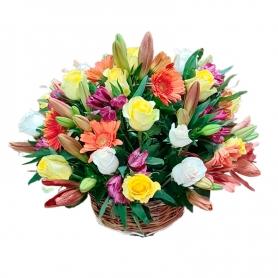 Cesta de Flores Mediano con Rosas Astromelias Liliums y Gerberas