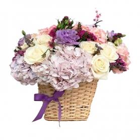 Cesta Mediana de Flores Hortensias Rosas y Lisiantums en tonos Lilas