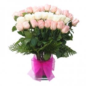 Florero en Tonos Rosas mix Rosadas y blancas