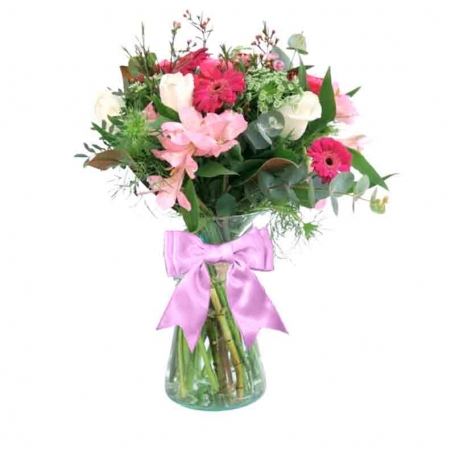 Florero en con 5 rosas blancas astromelias gerberas flores rùsticas y flores mix
