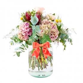 Florero con flores Rústicas con 4 Hortensias 10 Proteas y Eucaliptyo