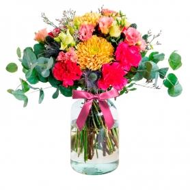 Florero Rústico con Flores Primaverales Eucalipto 6 rosas Astromelias Limonios y Flores Silvestres