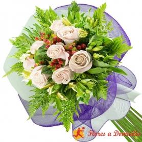 Ramo 8 Rosas Blancas